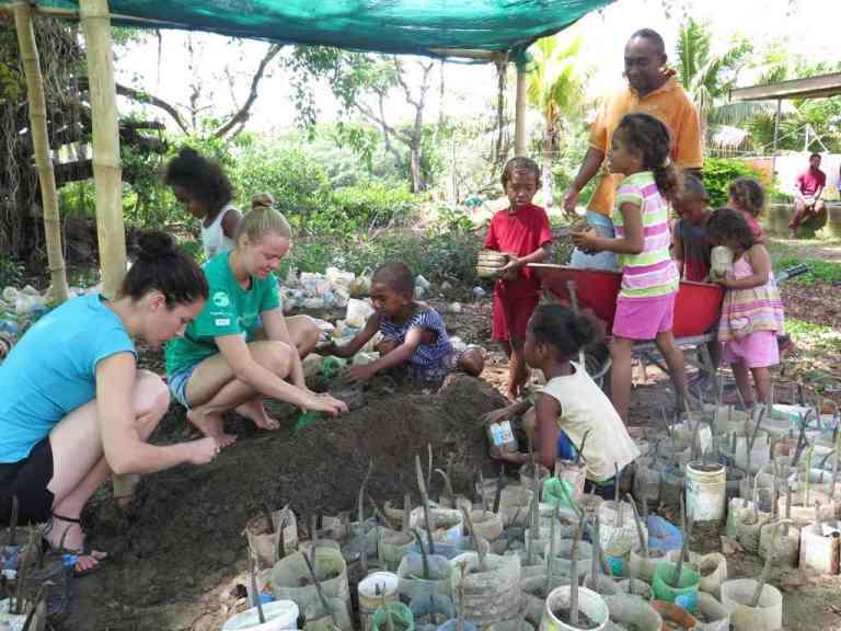 vunibau kids planting
